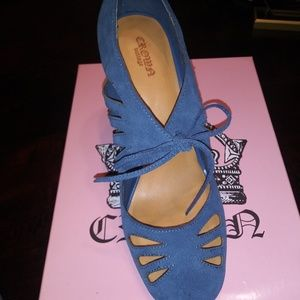 Vintage Mary Jane style pumps. Never worn.